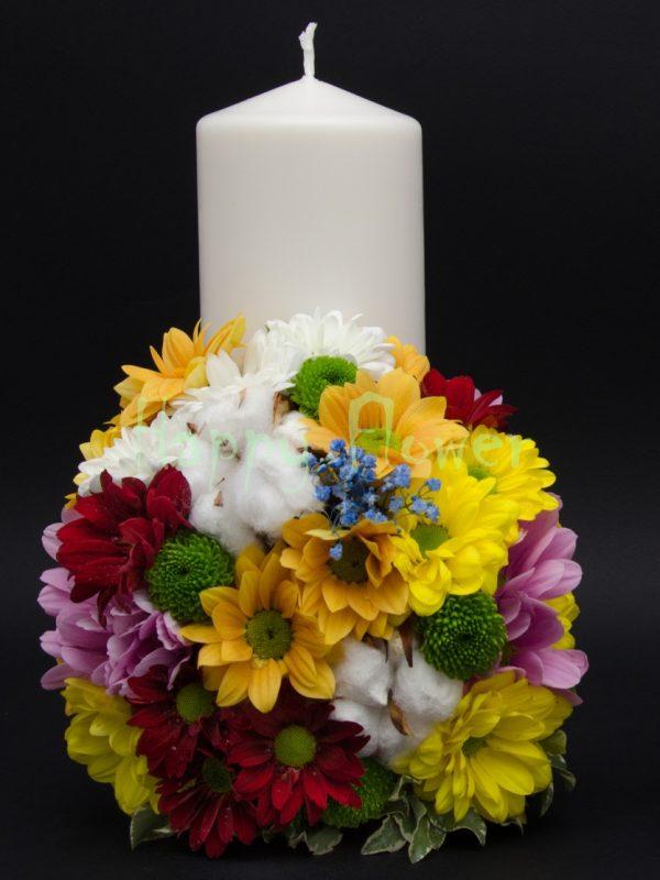 Lumanare scurta crizanteme colorate si flori de bumbac