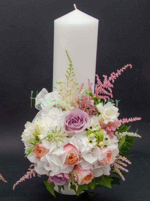 Lumanare scurta hortensii albe, trandafiri vuvuzela, trandafiri mov, astilbe roz