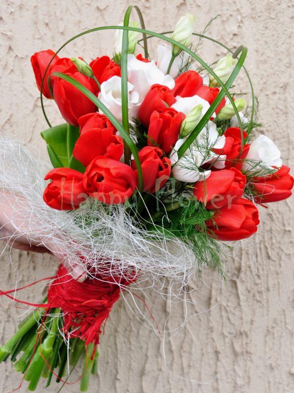 buchet-lalele-rosii-si-lisianthus-alb