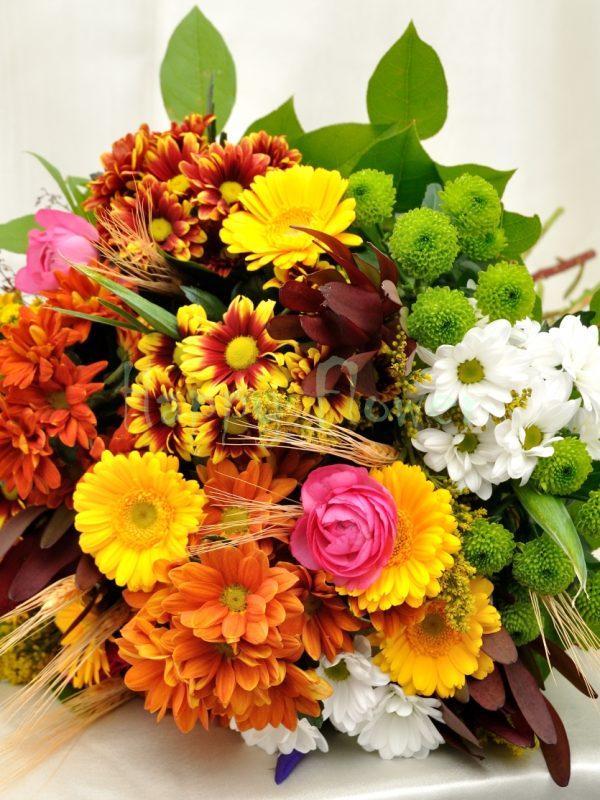buchet-crizanteme-colorate-si-spice-de-grau