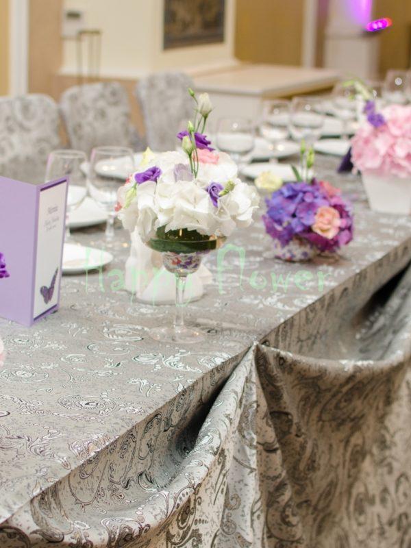 Aranjament prezidiu hortensii si lisianthus pastel