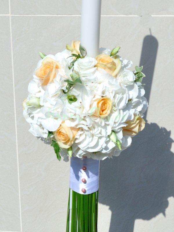 Lumanare nunta hortensii albe si trandafiri somon, lisiantus alb