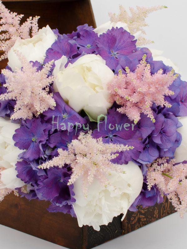 Buchet mireasa bujori albi, hortensii mov, astilbe roz