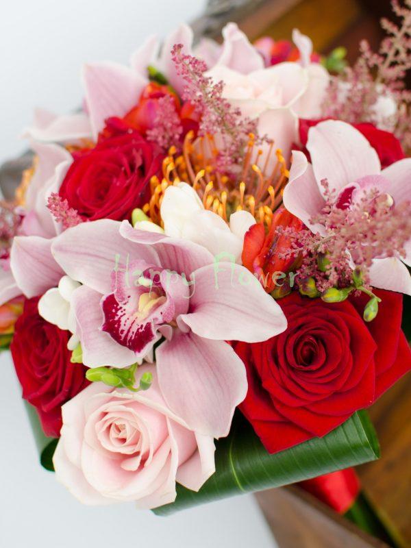 Buchet mireasa orhidee roz, trandafiri, frezii, leucospermum portocaliu, astilbe