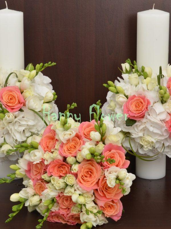 Buchet mireasa trandafiri portocalii, frezii albe, miniroze albe