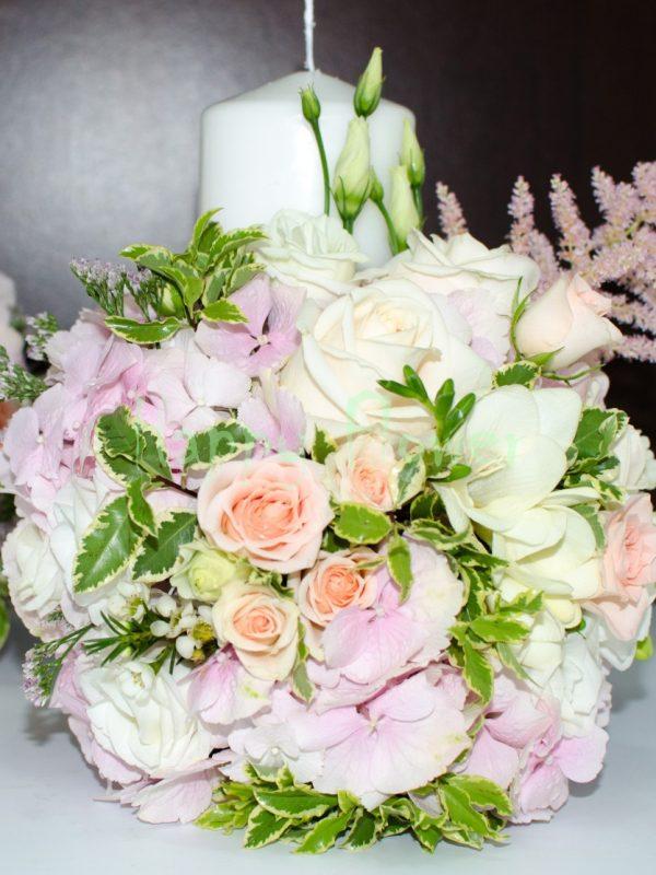 Lumanare nunta hortensii roz pal, trandafiri, miniroze, astilbe
