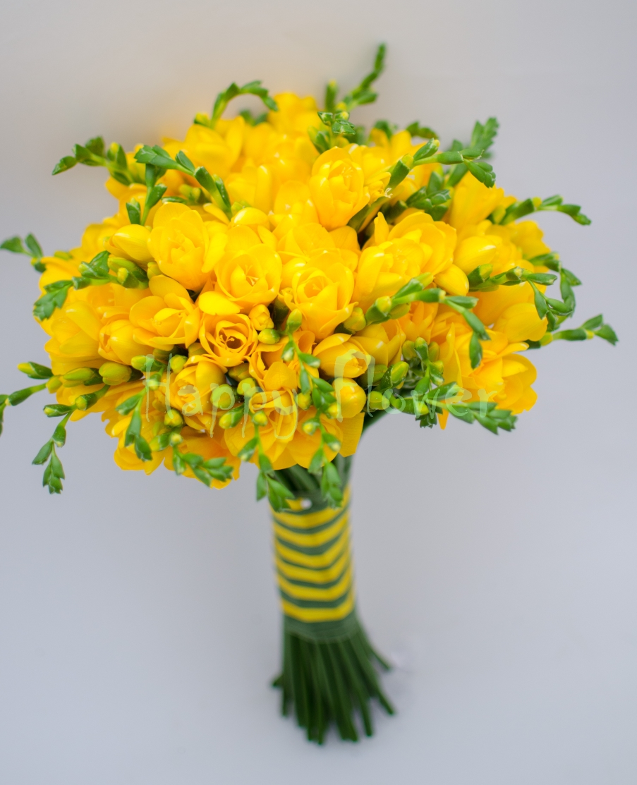 Buchet De Mireasa Nasa Cu Frezii Galbene Happy Flower Florarie