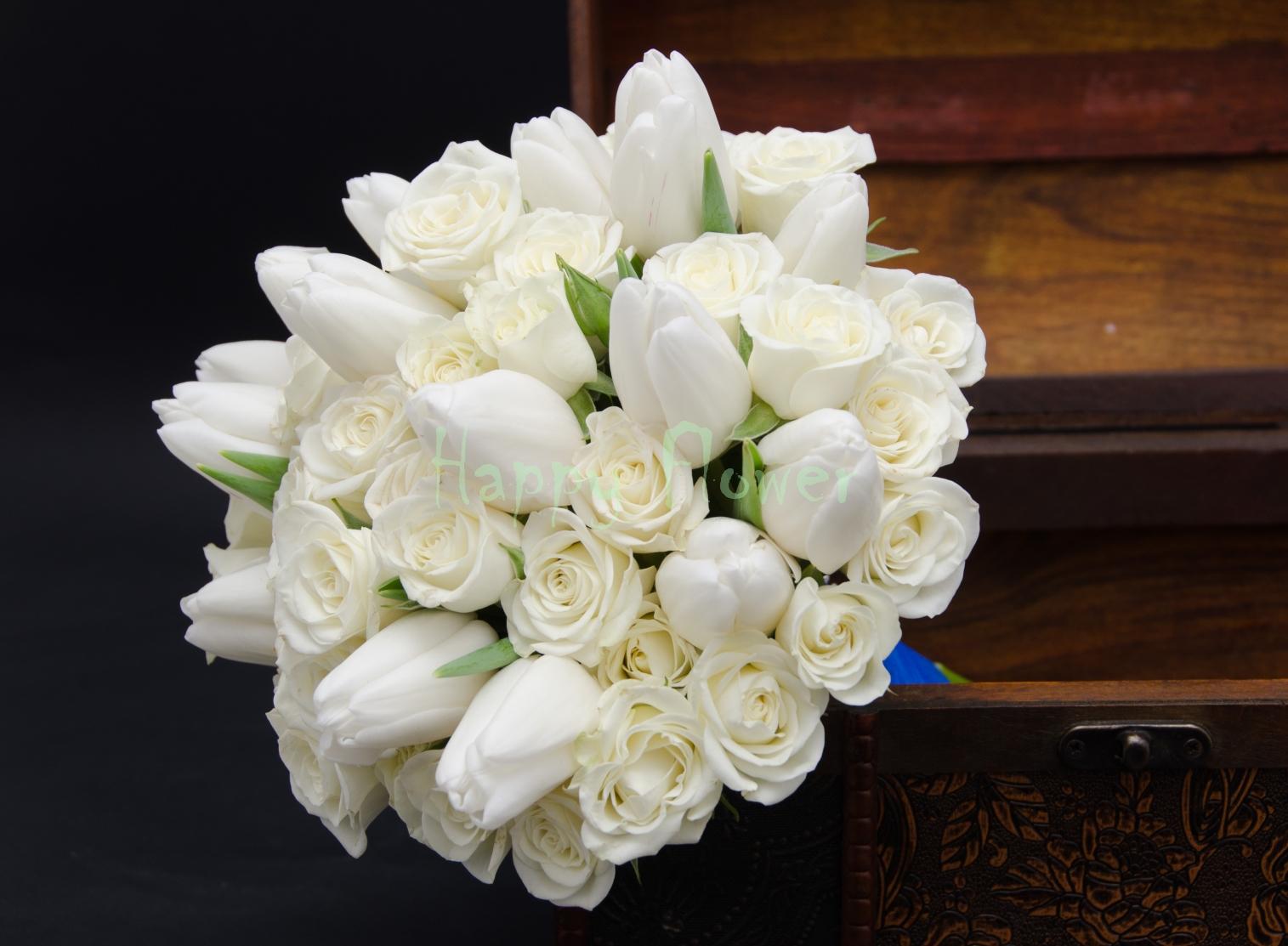 Buchet Mireasa Lalele Albe Si Miniroze Happy Flower Florarie Online
