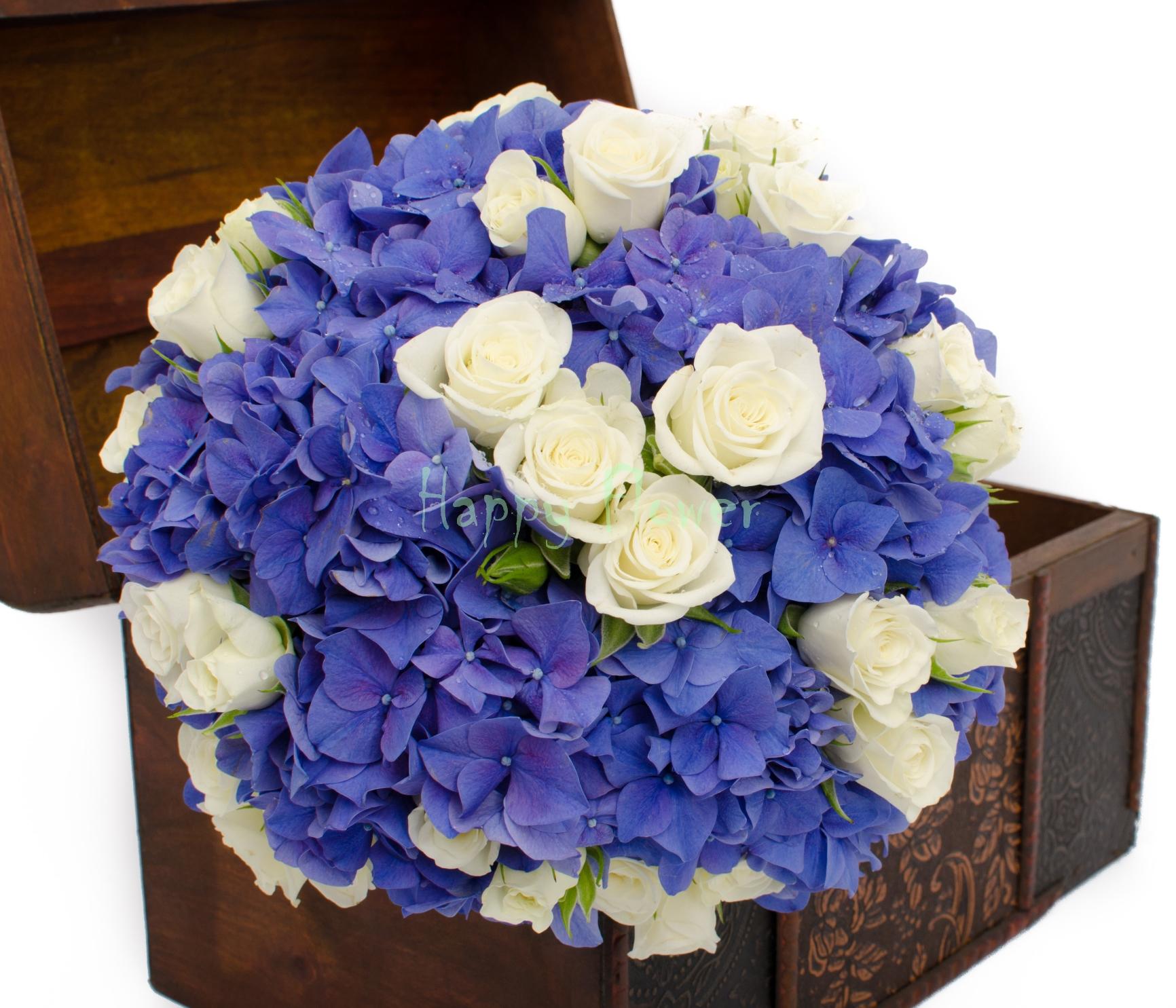 Buchet Mireasa Hortensii Albastre Si Miniroze Albe Happy Flower