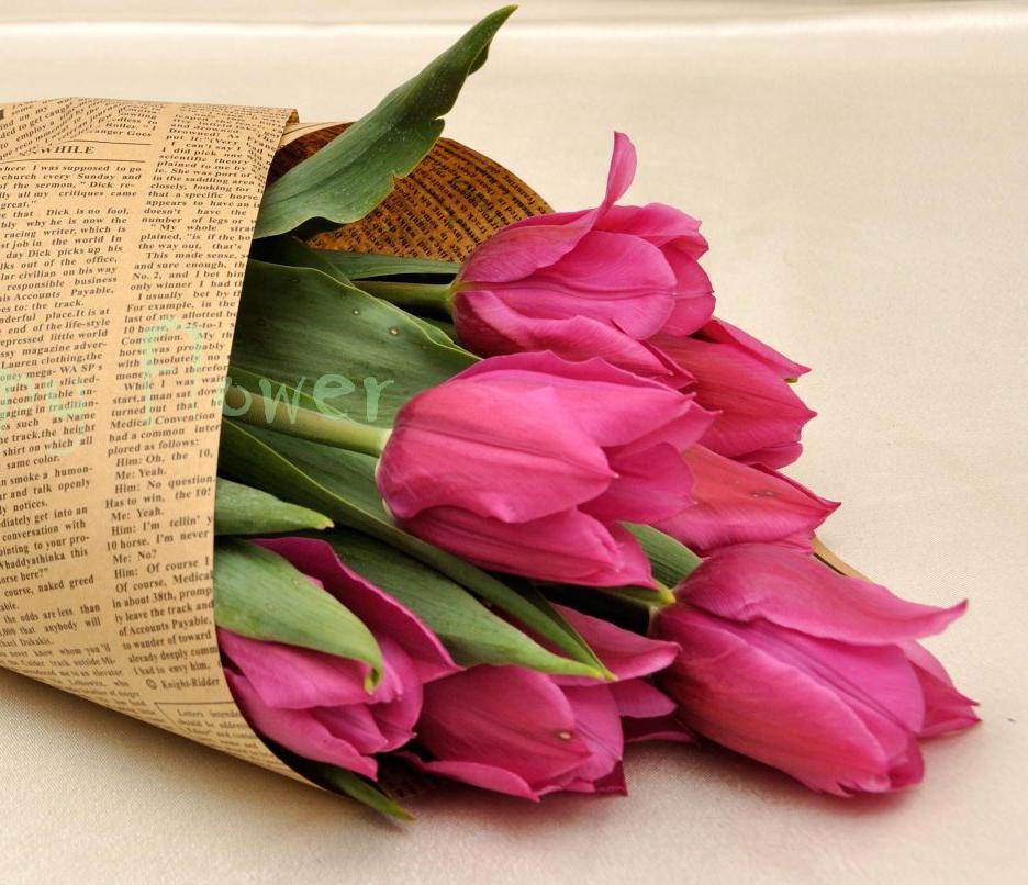 Buchet-9-lalele-roz-ziar