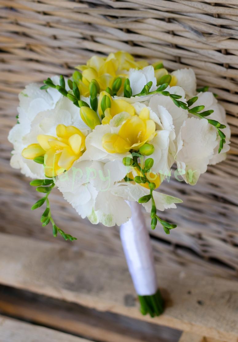 Buchet De Mireasa Hortensii Albe Si Frezii Galbene Happy Flower