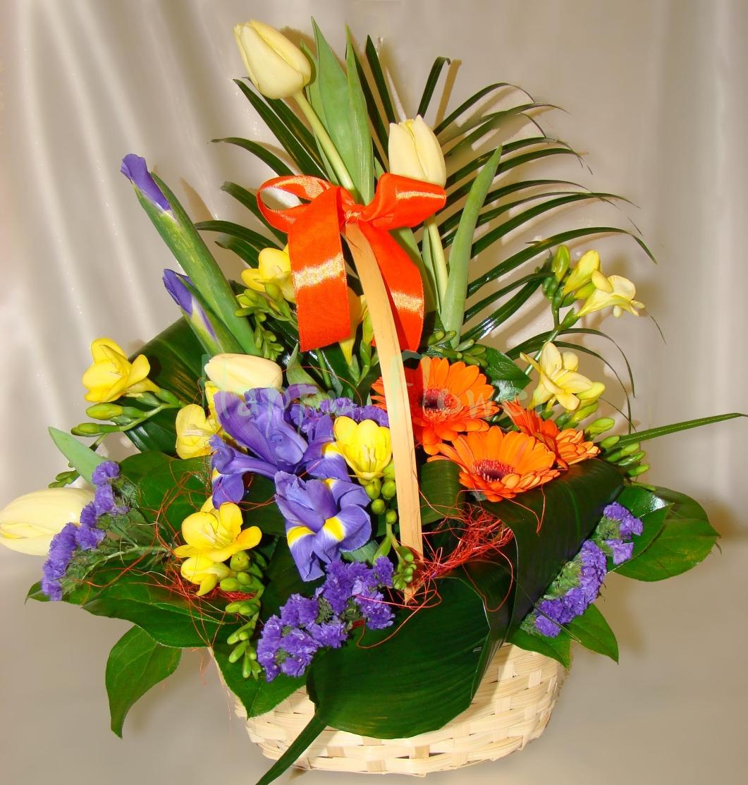 Cosulet Cu Flori De Primavara Vesele Si Colorate