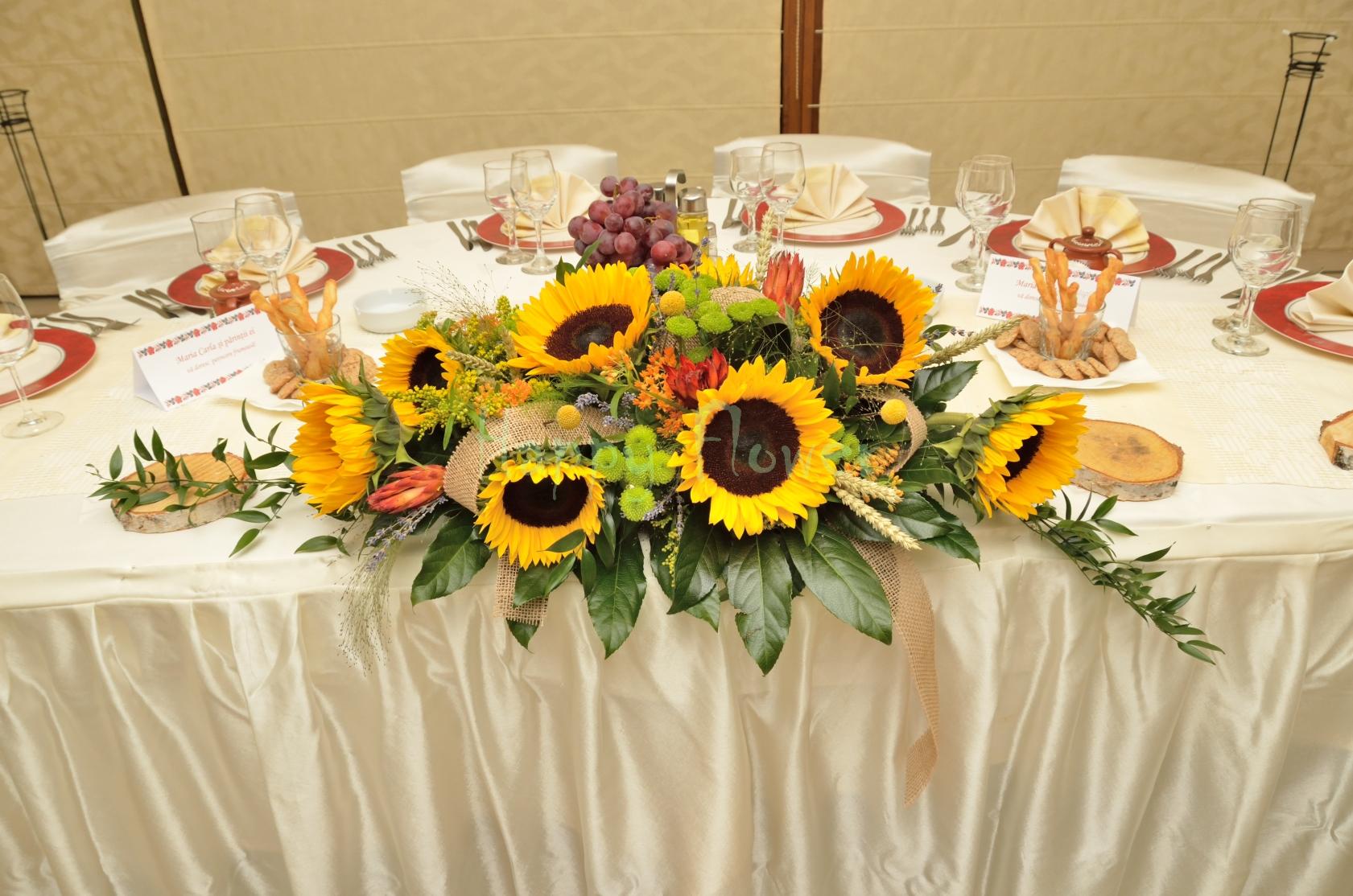 Aranjament Floral Prezidiu Floarea Soarelui Si Flori De Camp Happy