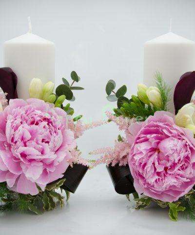 Lumanare scurta bujori roz, frezii albe, cale