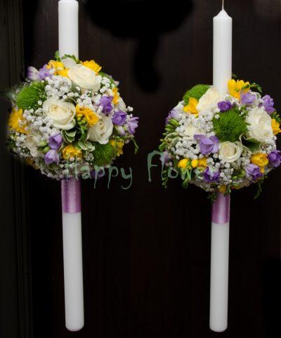 Lumanare nunta sfera trandafiri albi si frezii galbene, frezii mov