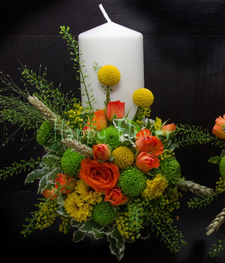 Lumanare scurta flori de camp, miniroze portocalii, craspedia, santini verde, spice de grau