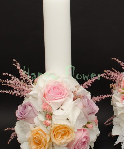 Lumanare scurta hortensii albe, trandafiri roz pal, trandafiri piersica, astilbe roz