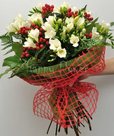 buchet-25-frezii-albe-hypericum-rosu-verdeata
