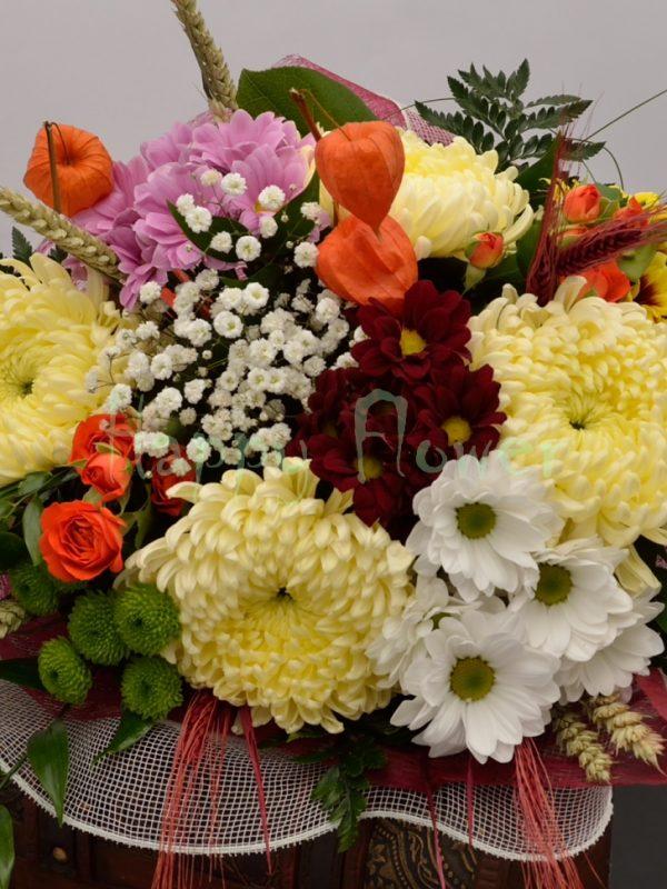 buchet-crizanteme-colorate-santini-verde-spice-de-grau-miniroze