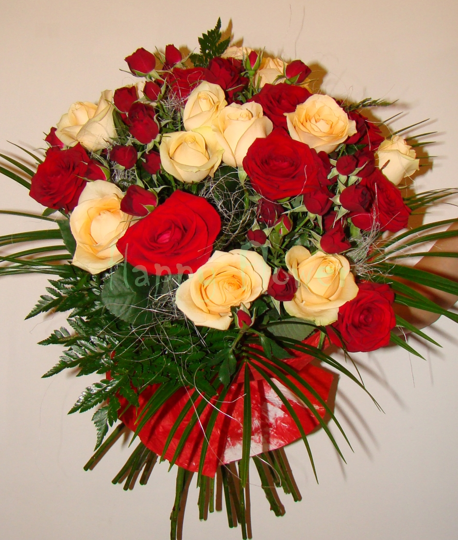 buchet-trandafiri-rosii-si-somon-miniroze