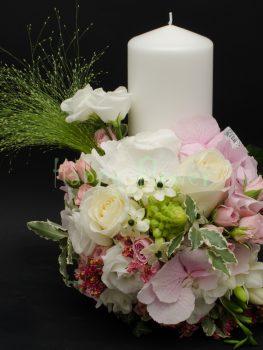 lumanare-botez-fetita-miniroze-frezii-trandafiri-hortensii