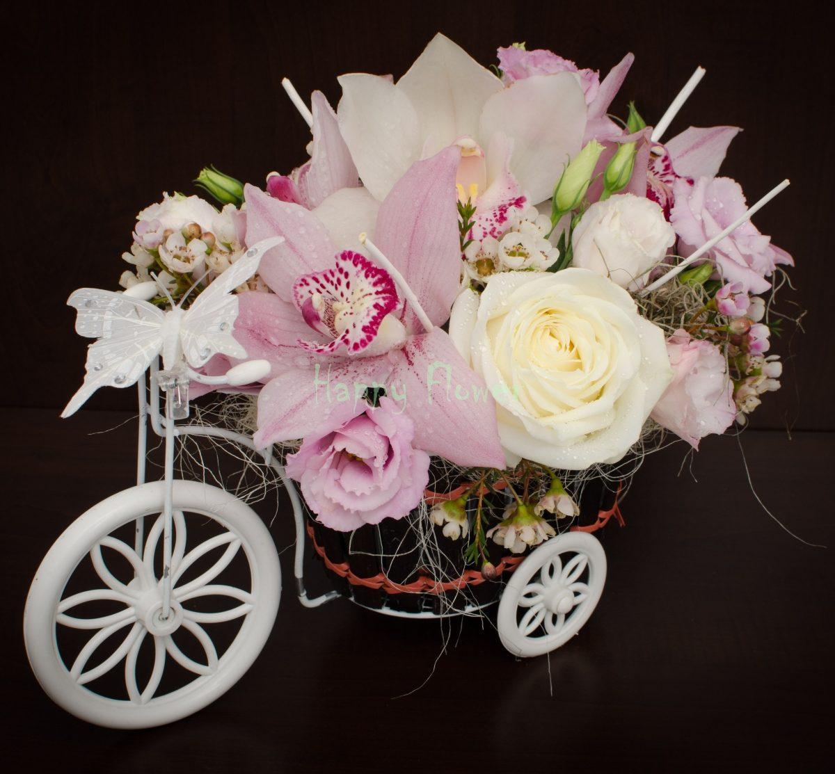 Tricicleta flori pastel, orhidee, trandafiri, lisianthus