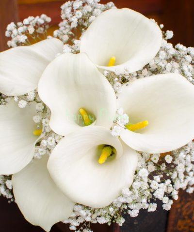Buchet de mireasa cu 7 cale albe si floarea miresei