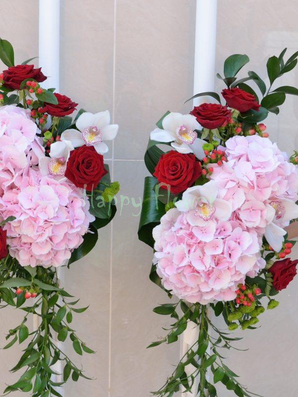 Lumanare cununie hortensii roz pal, orhidee alba, trandafiri rosii