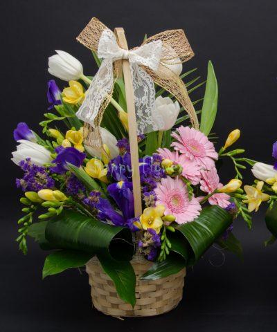 Cos flori primavara