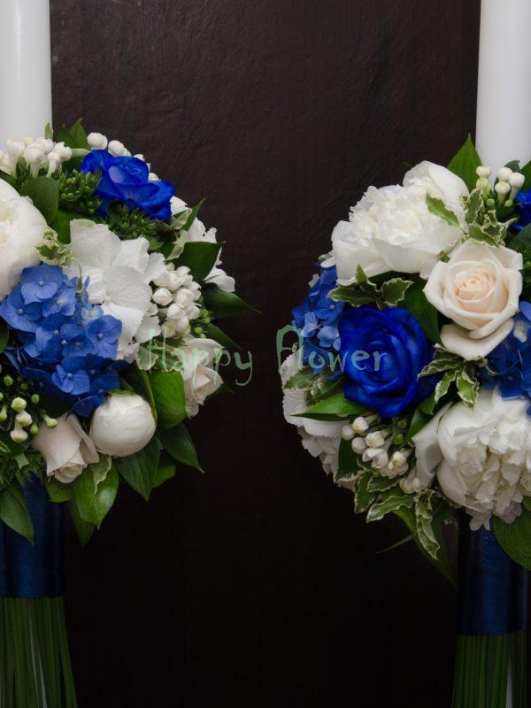 Lumanare cununie trandafiri albastri, hortensie albastra, bujori albi, bouvardia, trandafiri crem