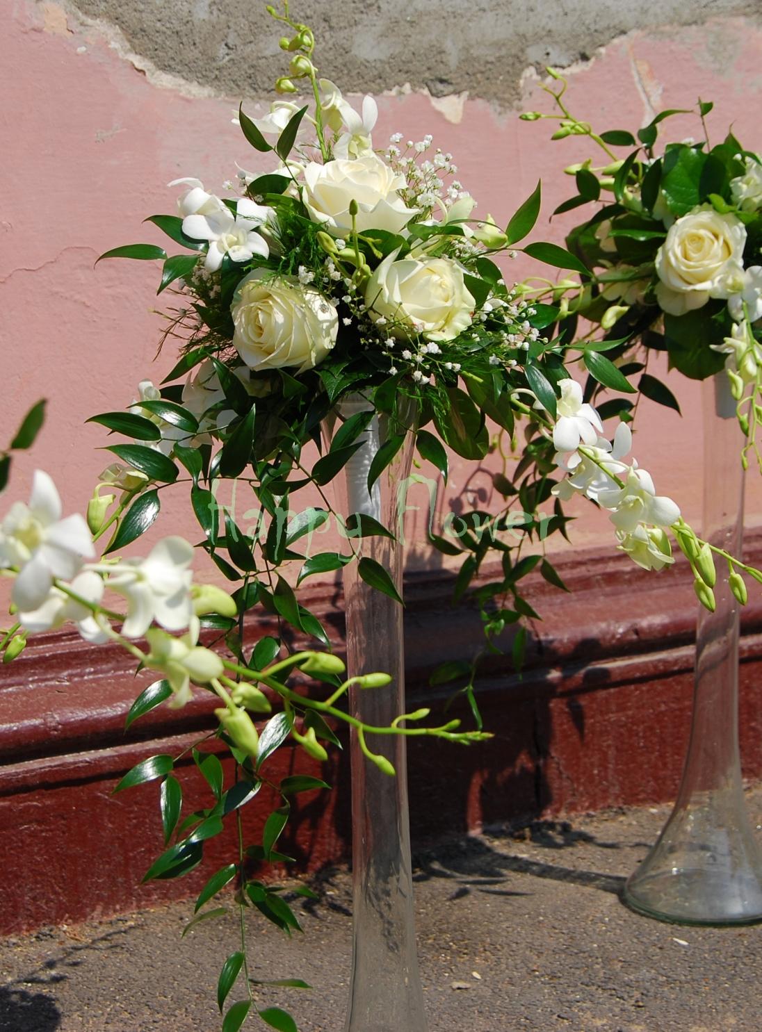 Aranjament nunta orhidee alba, trandafiri albi, floarea miresei
