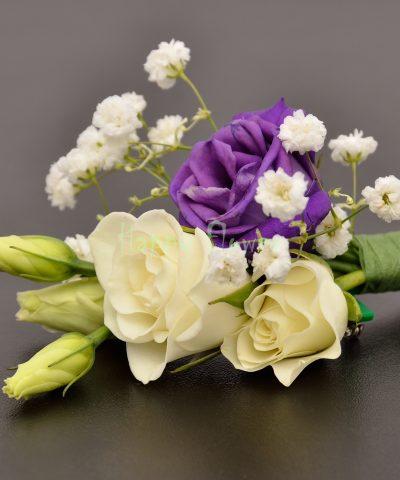 Cocarda miniroze albe, lisianthus mov, floarea miresei