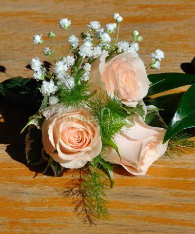 Cocarda miniroze crem-rose si floarea miresei