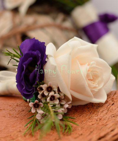 Cocarda trandafir crem, waxflower, lisianthus mov