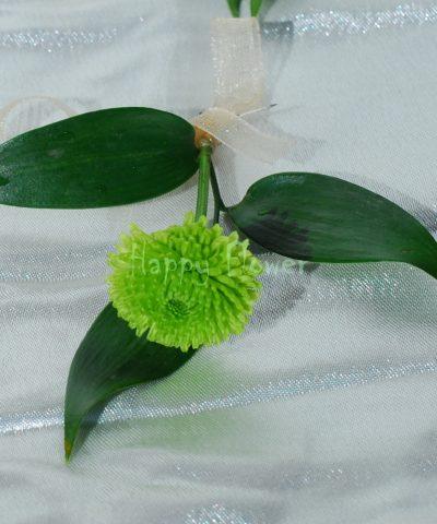 Cocarde invitati santini verde, ruscus
