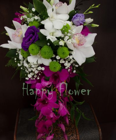 Buchet mireasa curgator orhidee, lisianthus, santini verde, floarea miresei