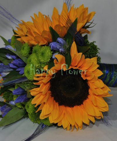 Buchet floarea soarelui, gentiana, santini verde, spice