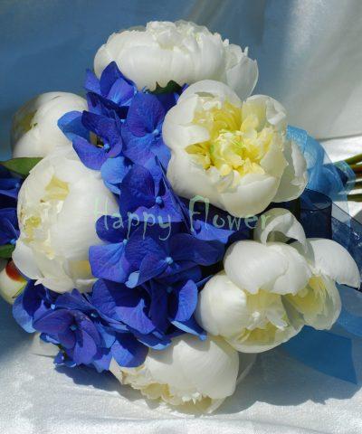 Buchet mireasa hortensie albastra si bujori albi