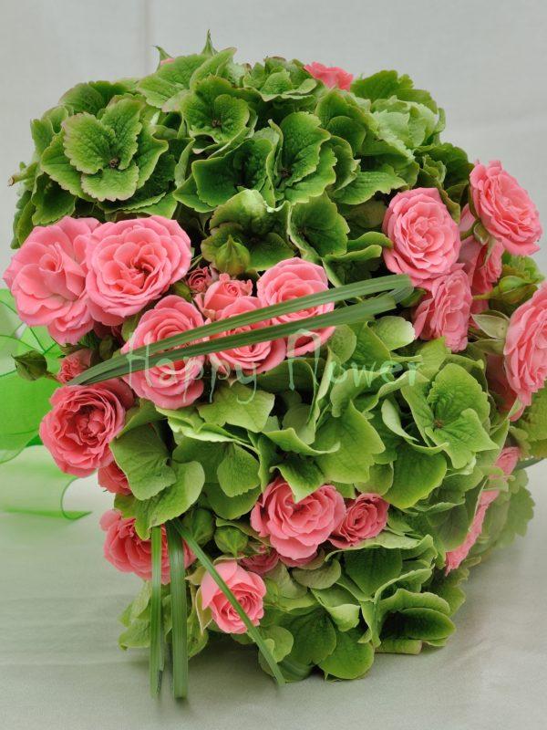 Buchet mireasa hortensii verzi si miniroze roz
