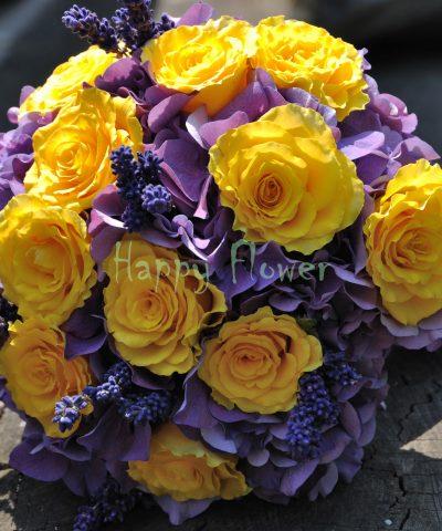 Buchet mireasa trandafiri galbeni si hortensii mov, levantica