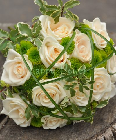 Buchet mireasa trandafiri ivoire si santini verde