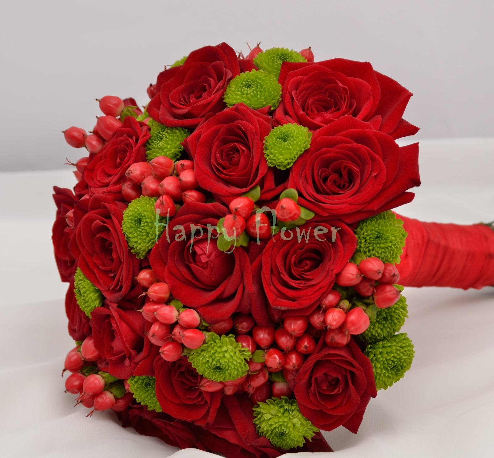 Buchet De Mireasa Nasa Cu Trandafiri Rosii Si Hypericum Rosu
