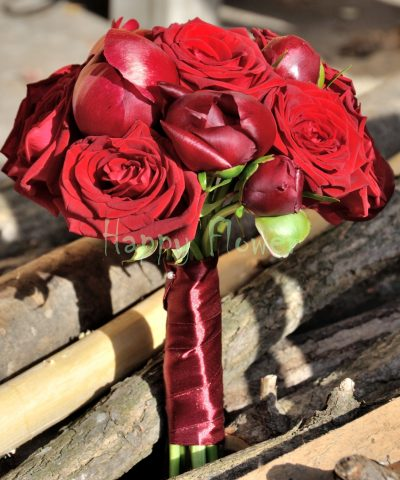 Buchet bujori grena si trandafiri rosii