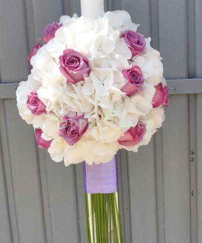 Lumanare cununie hortensii albe si trandafiri mov