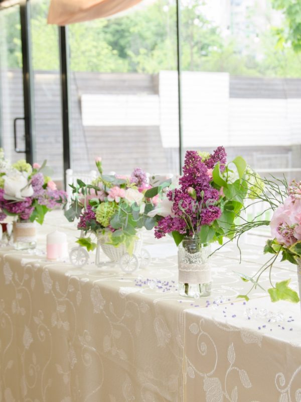 Aranjament prezidiu lung, flori de primavara