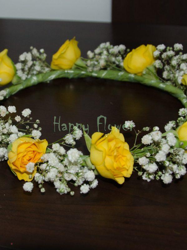 Coronita miniroze galbene si floarea miresei