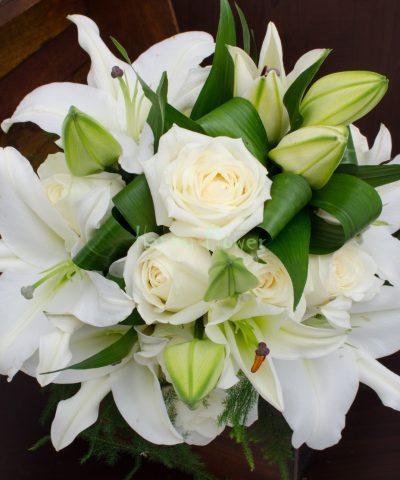 Buchet mireasa crini si trandafiri albi