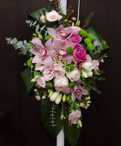 Lumanare-botez-orhidee-roz-trandafiri-frezii-lisianthus