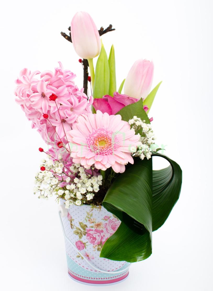 Aranjament Floral Galetusa Flori Primavara Lalele Zambile