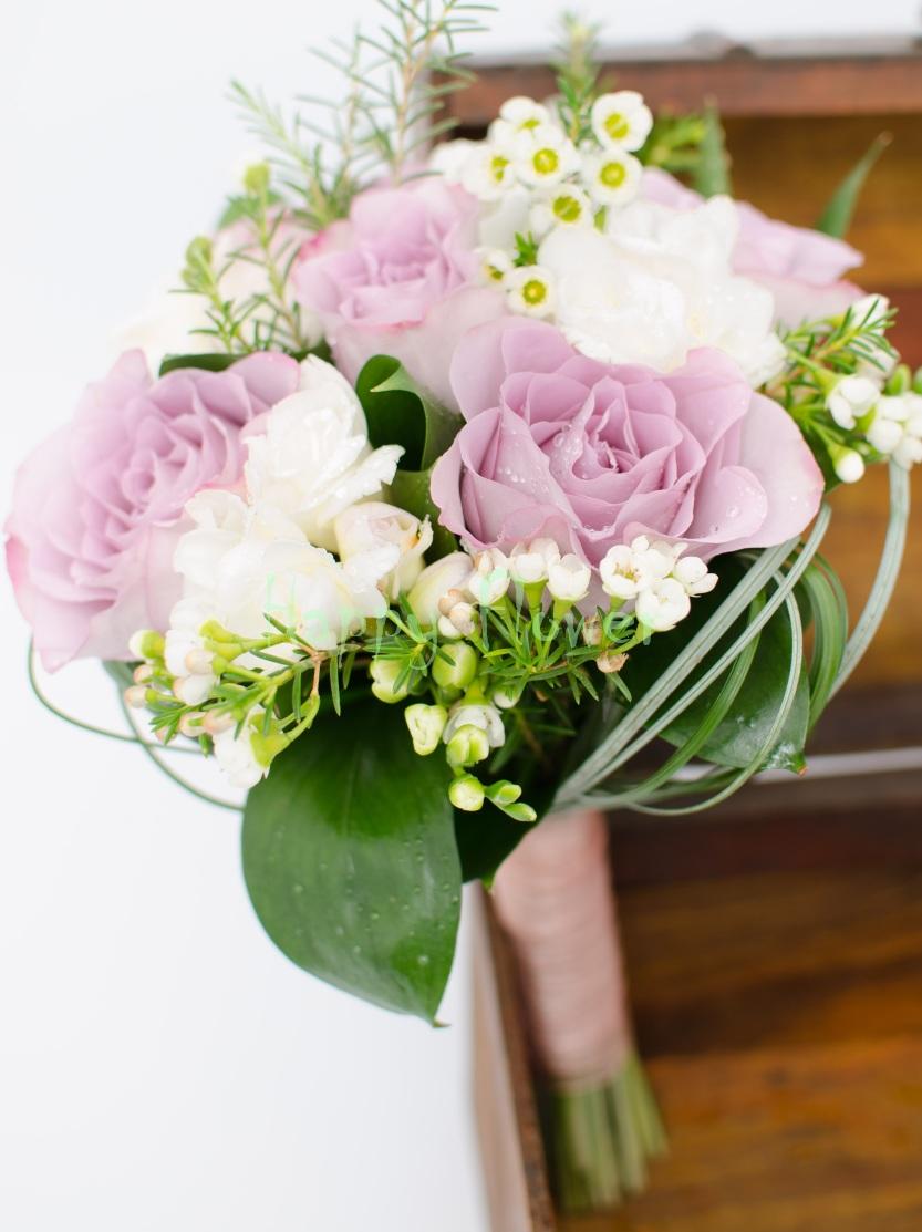 Buchet Cununie Trandafiri Mov Frezii Albe Waxflower Alb Happy